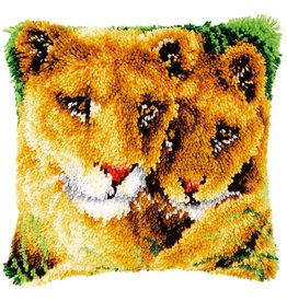 Vervaco Vervaco kooppakket kussen Leeuwen met welp