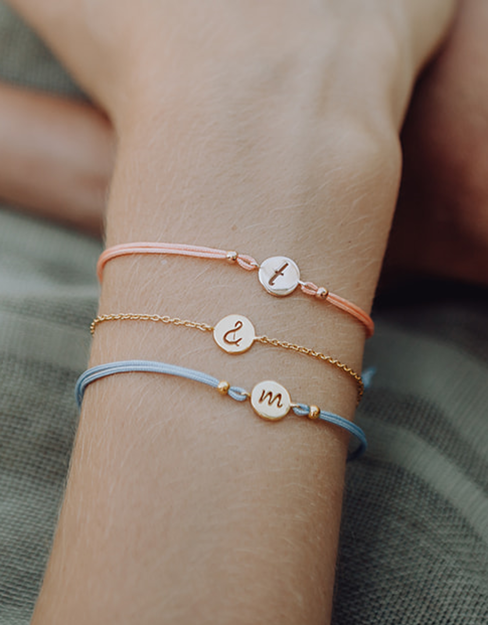 Design your bracelet with a charm