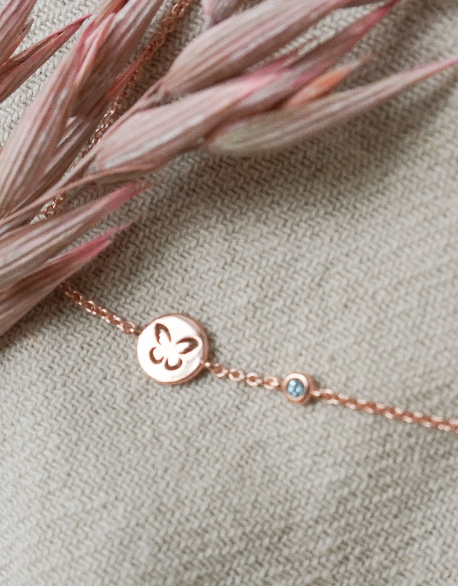 Design your bracelet with 2 charms