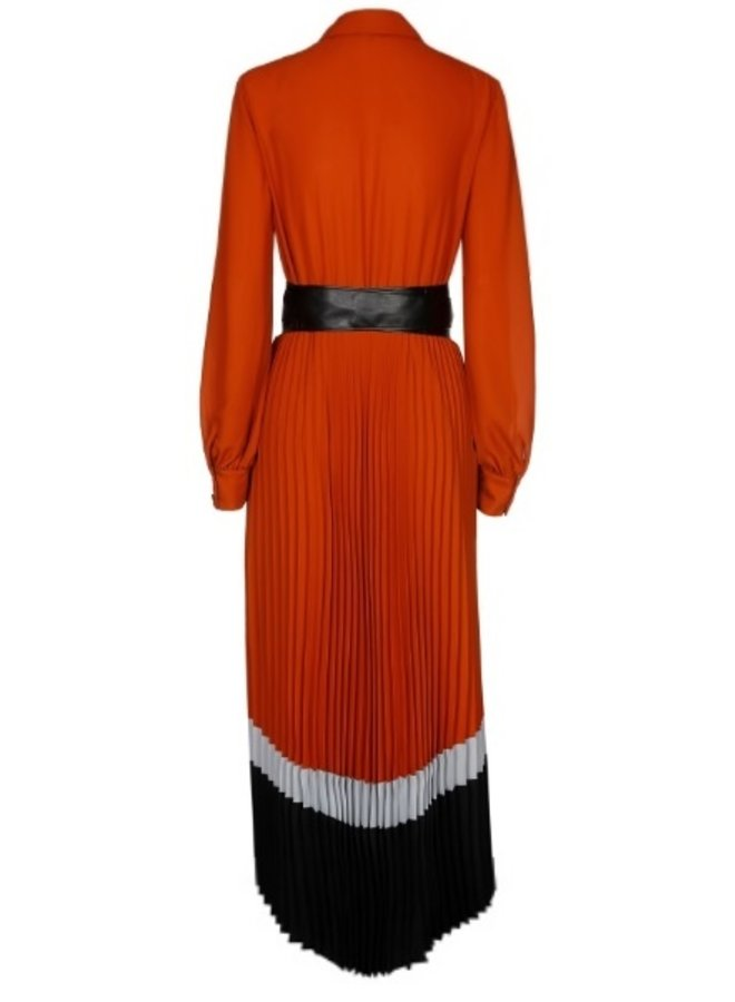 Caroline Biss - elegante soepelvallende midi plissé jurk