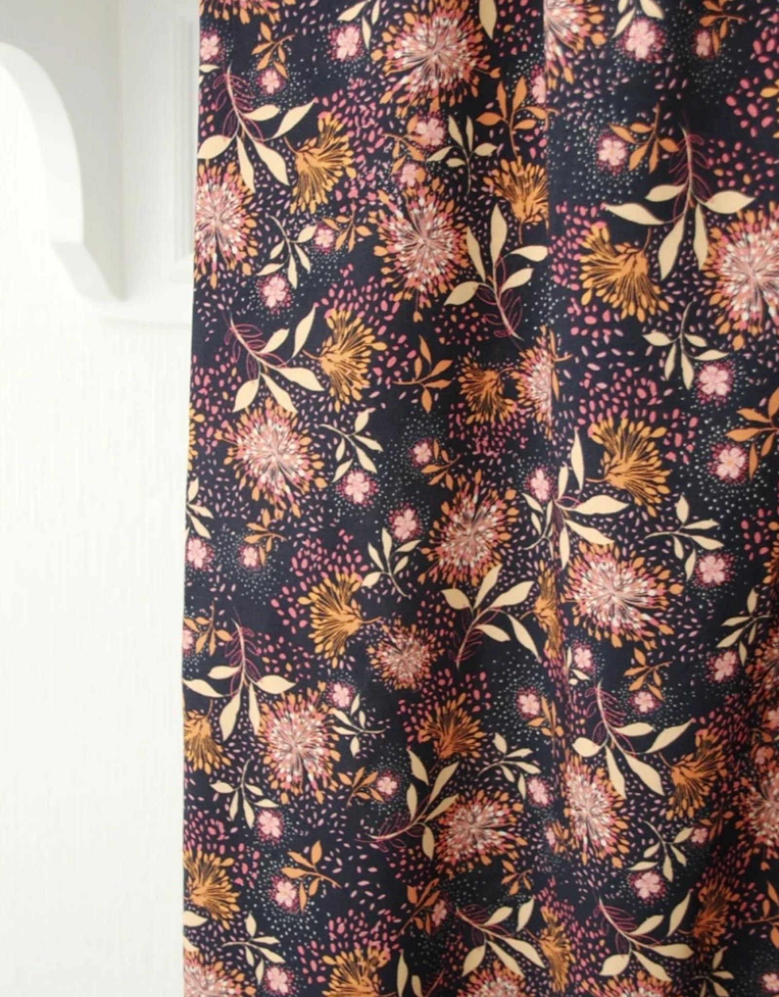 Atelier Jupe Atelier jupe - Navyblauwe viscose met oranje en roze bloemen