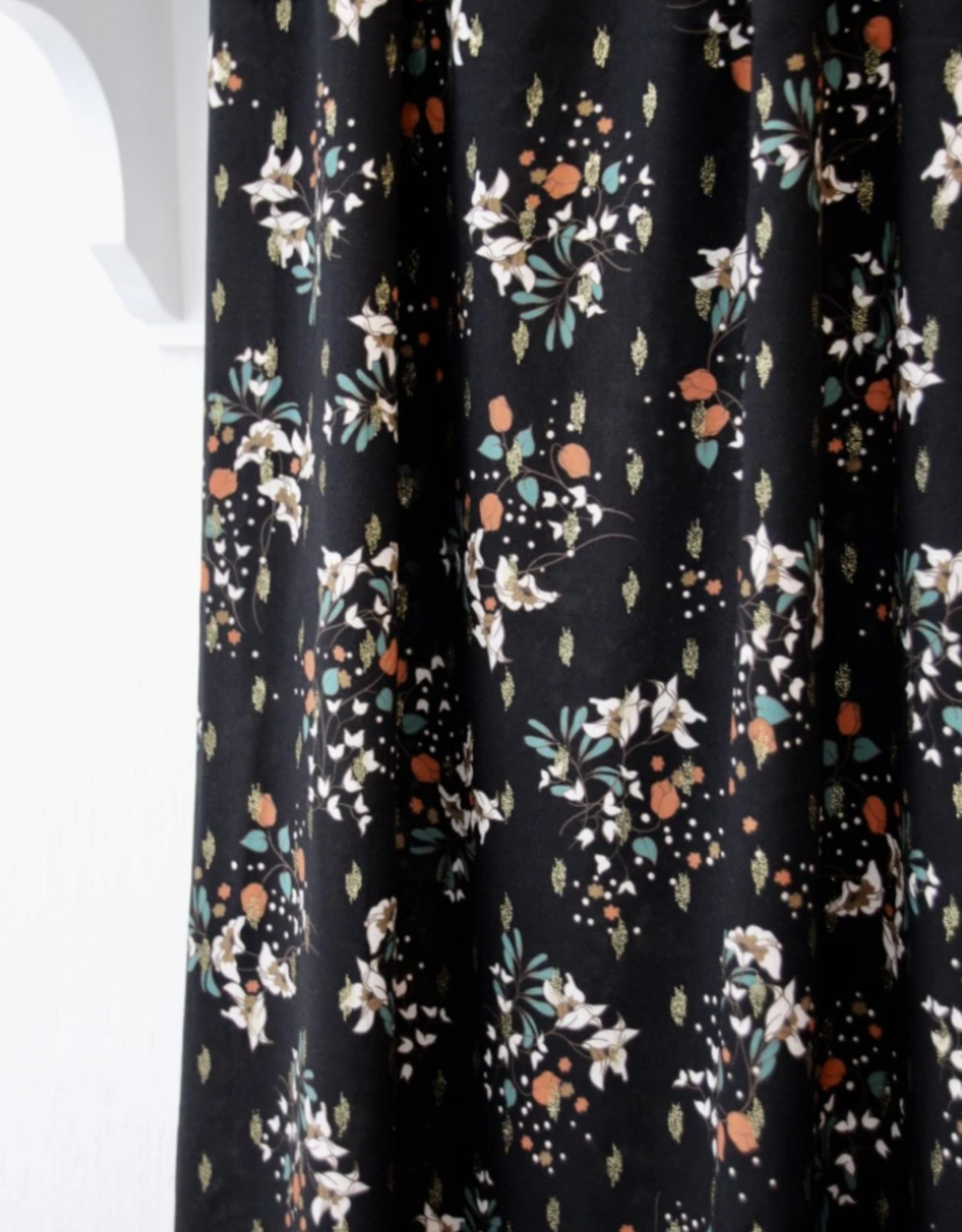Atelier Jupe Atelier jupe - Zwarte lurex viscose met zachte bloemenprint