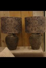 Atelier De Brocante Opkamer B.V. Betonlampje incl. velvet snake taupe kap