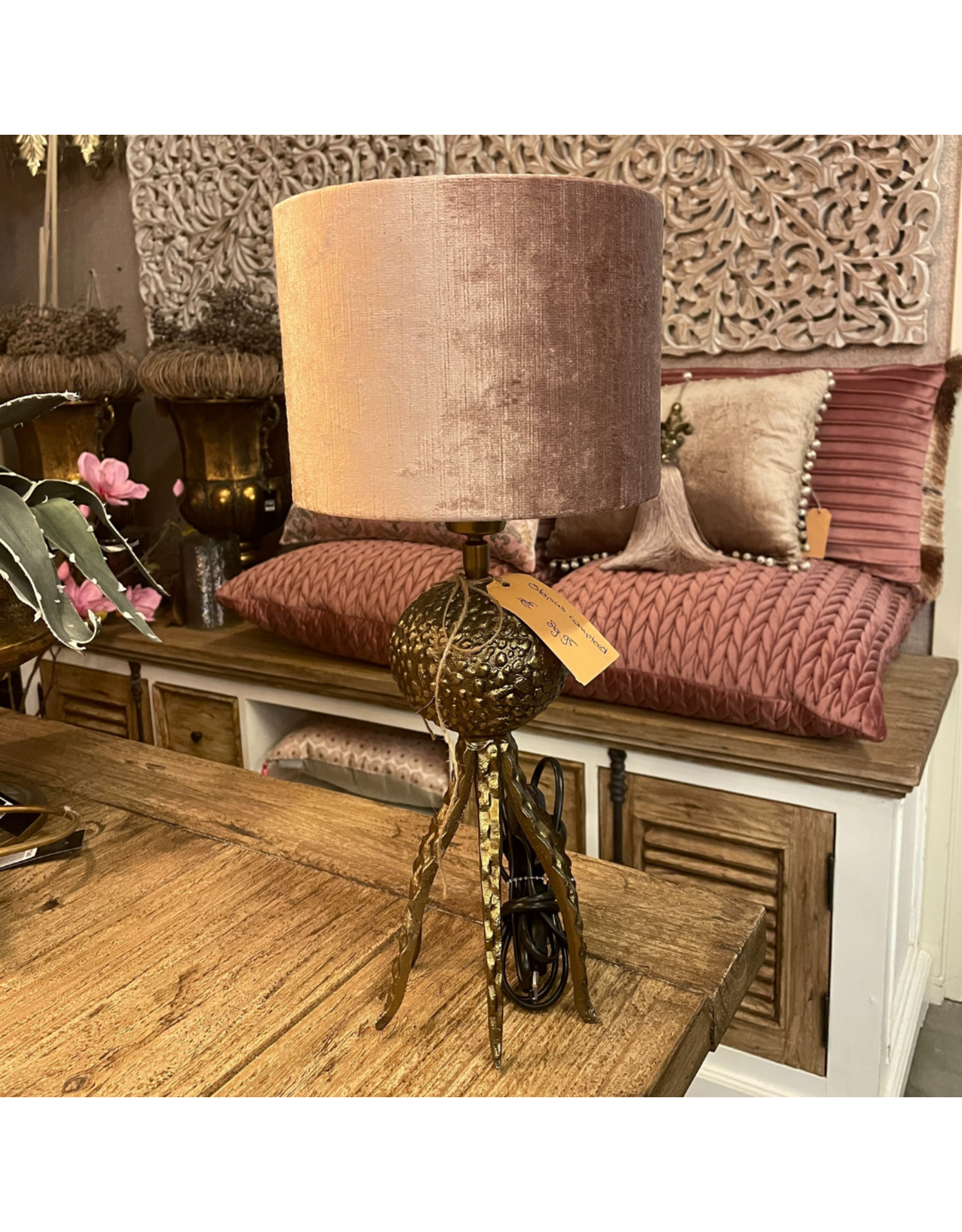 Atelier De Brocante Opkamer B.V. Octopus tafellamp goud incl. velvet kap roze
