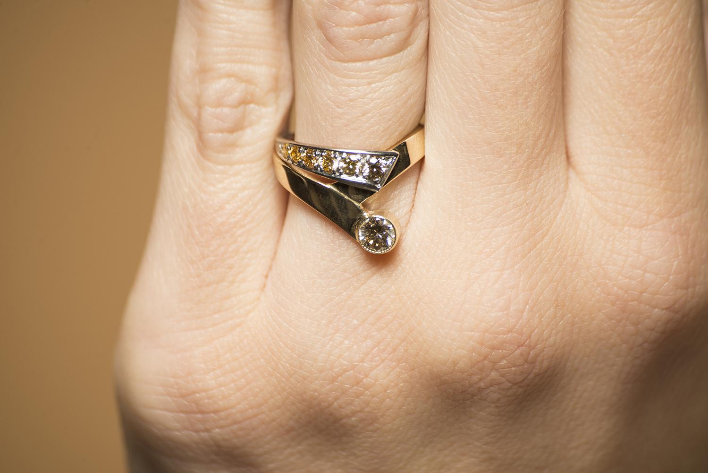 Geelgouden ring met kleur diamanten - Trio-2