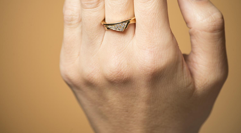 Geelgouden damesring met diamanten  - Trio-2
