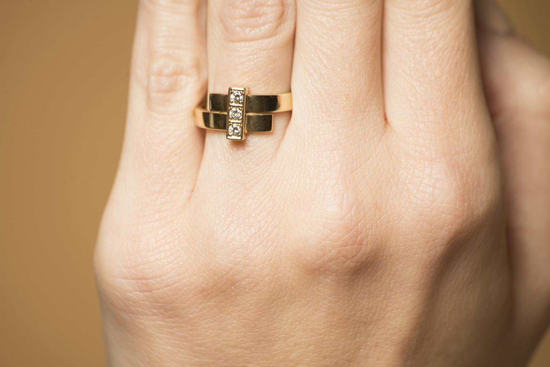 Geelgouden ring met 3 diamanten - Mondria-2