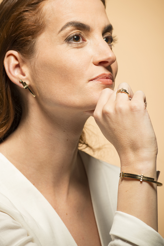 Geelgouden oorstekers met diamant  - Mondria-6