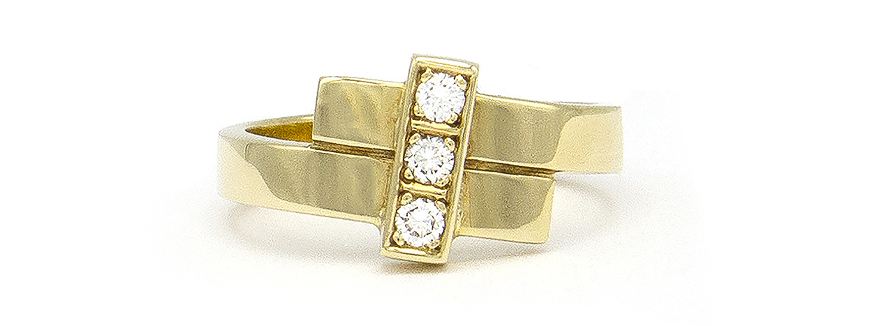 Geelgouden ring met 3 diamanten - Mondria-4
