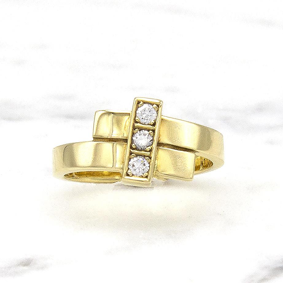 Geelgouden ring met 3 diamanten - Mondria-1