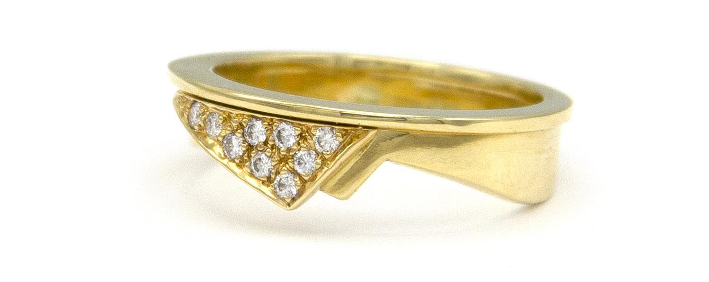 Geelgouden damesring met diamanten  - Trio-5