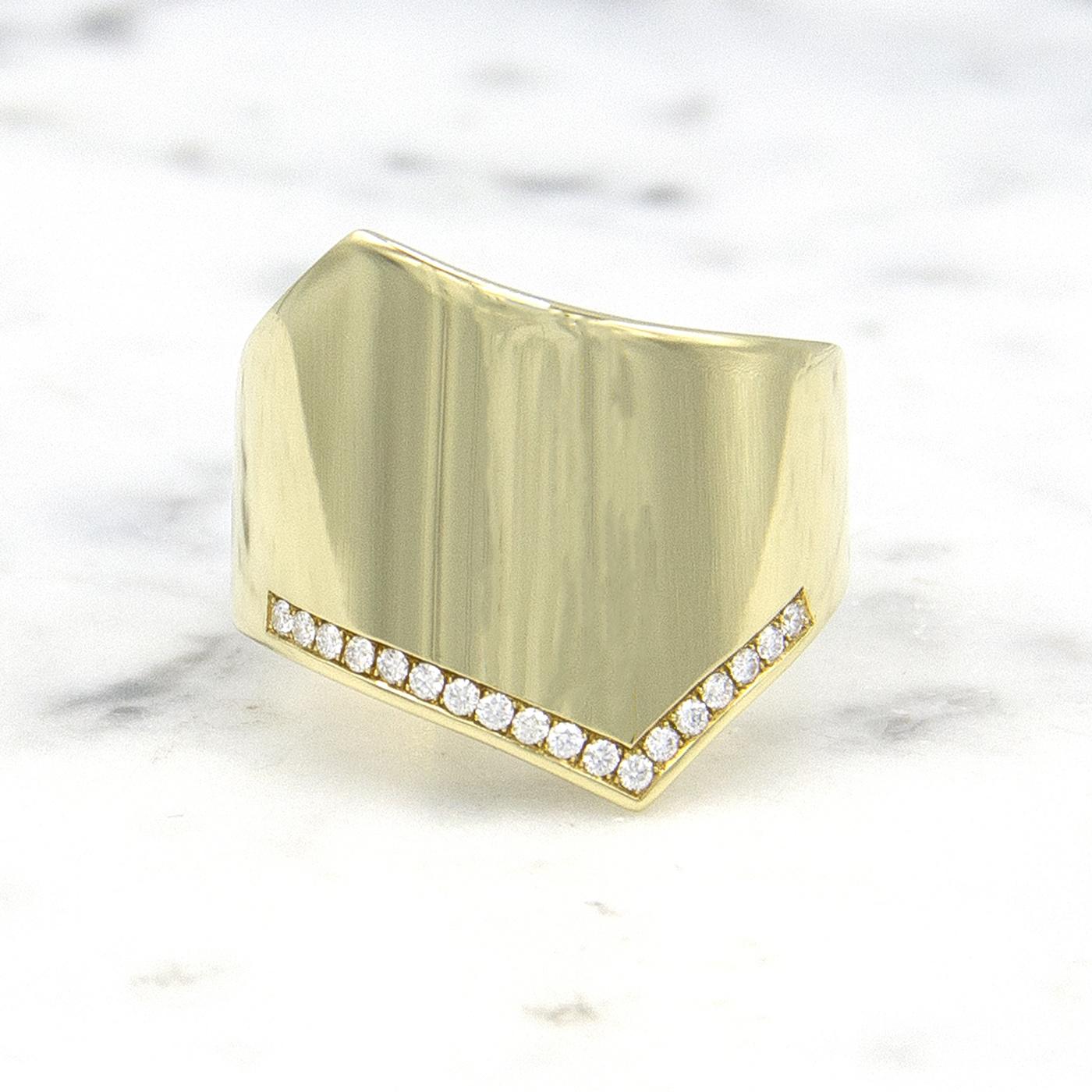 Geelgouden damesring met diamanten - Wave-1