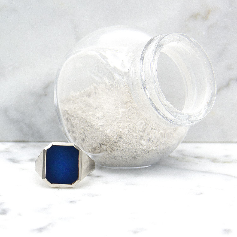 Assieraad - Witgouden zegelring met blauwe lagensteen-1