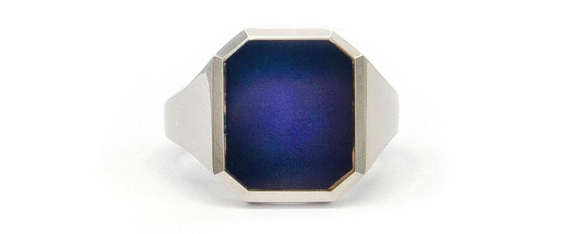 Assieraad - Witgouden zegelring met blauwe lagensteen-4