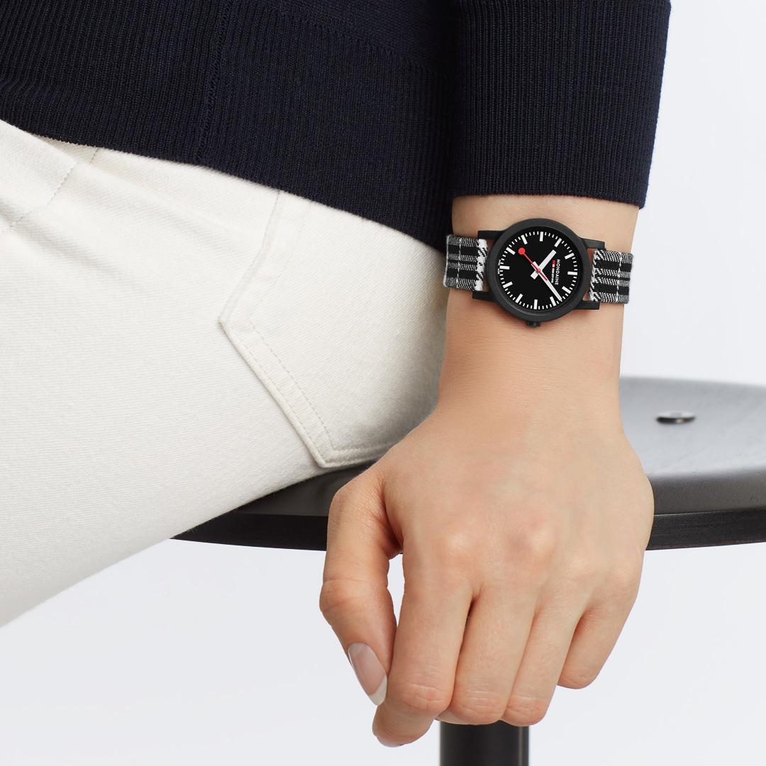 Mondaine - Horloge Dames - Essence - MS1.32120.LB-2