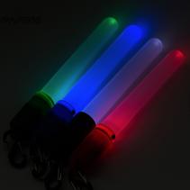 Bâton lumineux pratique (light-sticks), réutilisable. Peut être activé ou désactivé par un léger mouvement de rotation. Idéal pour le camping ou les exercices tactiques dans l'obscurité.