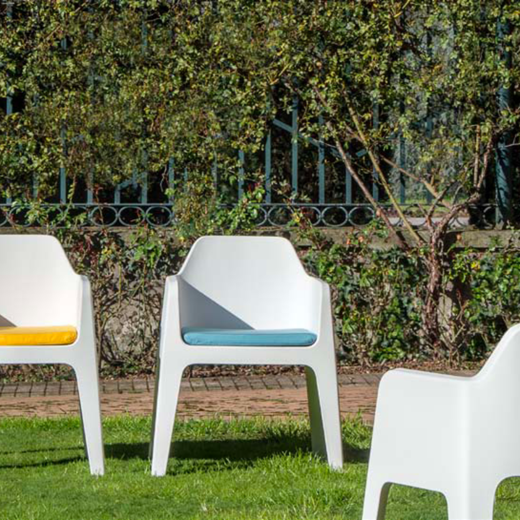 Pedrali Armchair PLUS, white - SHOWROOM MODEL