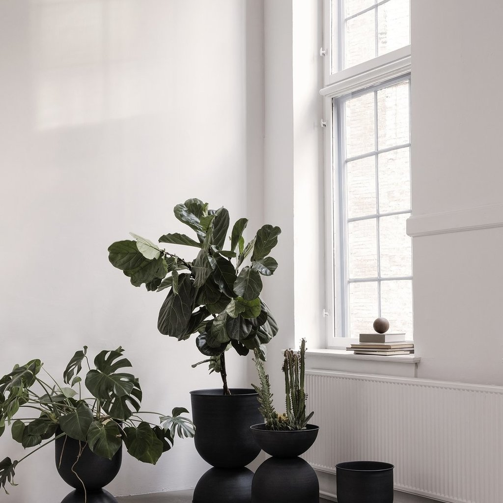 Ferm Living Hourglass Pot - Large - Black/Dark Gr