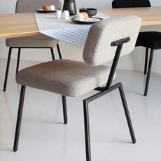 STUDIO HENK Stoel Ode Chair met armleuning - zwart - royal pearl106 - Eiken olie naturel