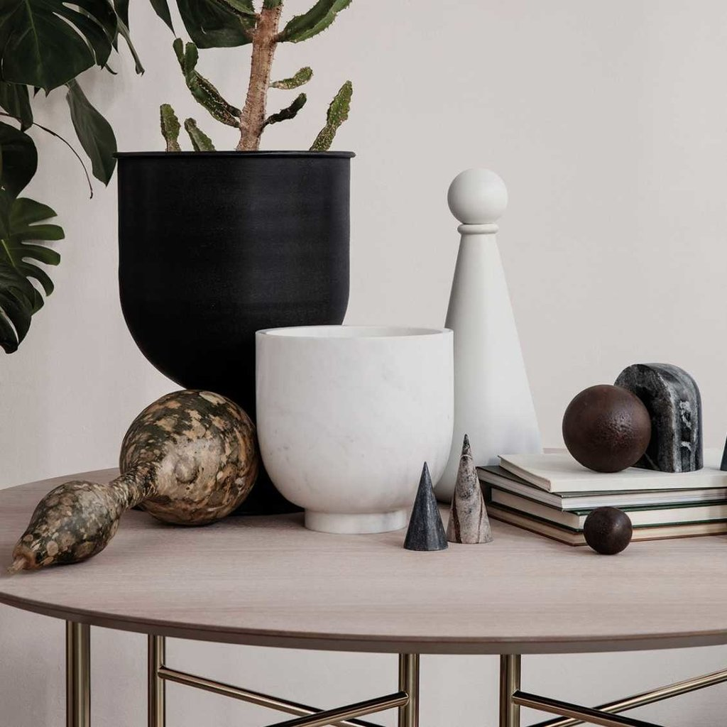 Ferm Living Hourglass Pot - Small - Black/Dark Grey