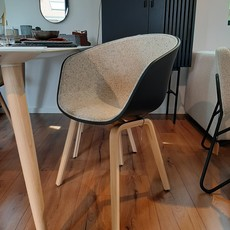 HAY AAC22 Chair (About A Chair22) - Lacquered oak Soft Black shell w. front uph Bolgheri/LGG60 w. felt glider