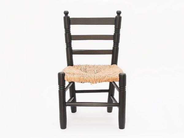 Zwart stoeltje met riet