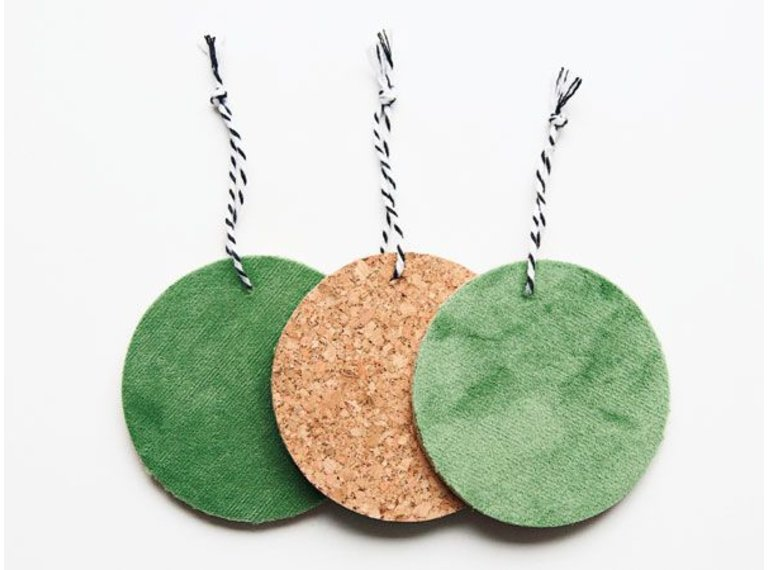 Wonen voor jou Drie hangers rond kurk met groen velours