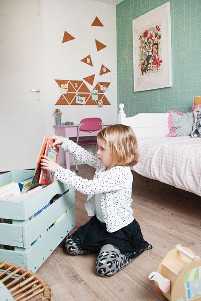 Ella meisjeskamer mintgroen roze okergeel boekjes