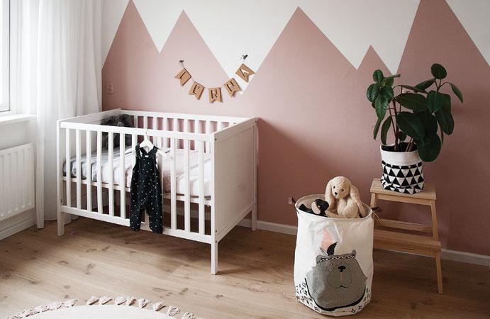 Babykamer in oudroze