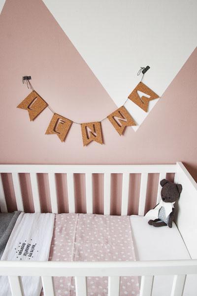 Babykamer oudroze naamslinger