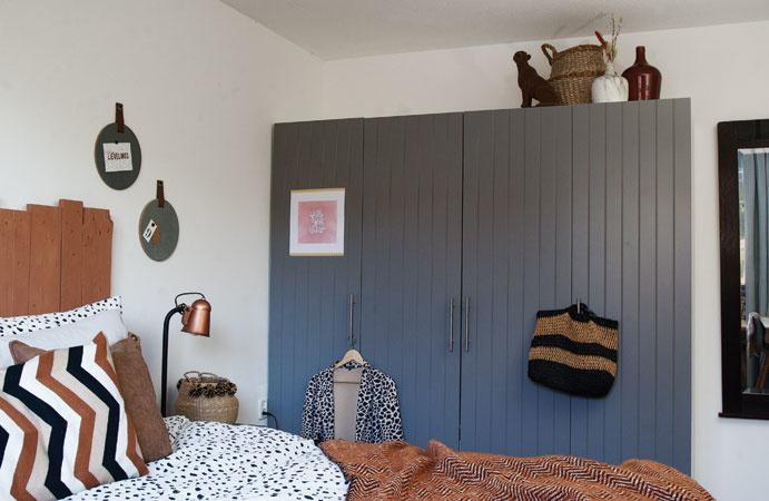 Slaapkamer roestbruin kledingkast styling