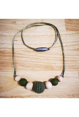 Groeien & Bloeien Groeien & Bloeien - borstvoedingsketting met gehaakte groene parel en ronde kralen