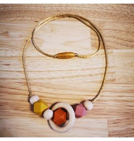 Groeien & Bloeien Borstvoedingsketting, houten ring, oranje kralen