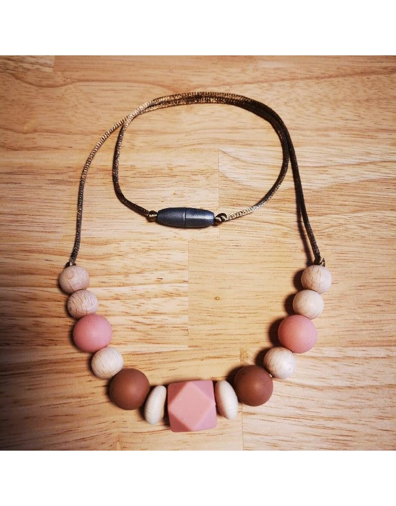 Groeien & Bloeien Groeien & Bloeien - borstvoedingsketting, roze hoekige siliconen kraal