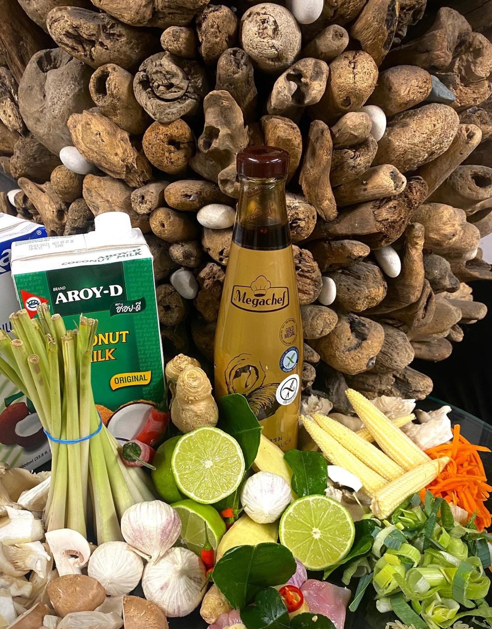 Tom Ka Kai soep met kip, kokos, citroengras, limoen en peper