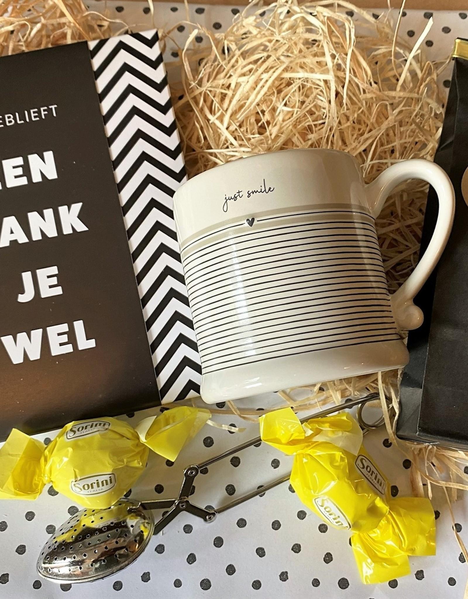 Bedanktpakket Thee met wenschocolade en Bastion Mok - Copy