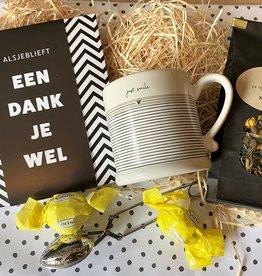 Bedanktpakket Thee met wenschocolade en Bastion Mok