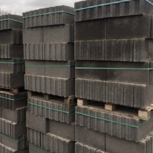 Betonblokken 49,5x11,2x25cm (€2,36)