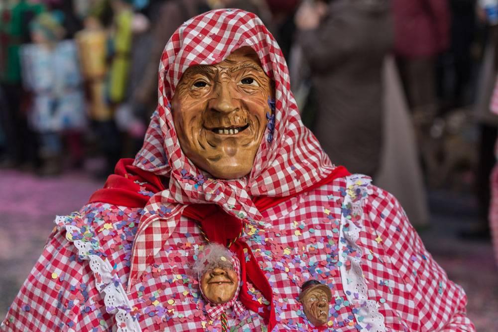 Handpoppen passend bij carnaval