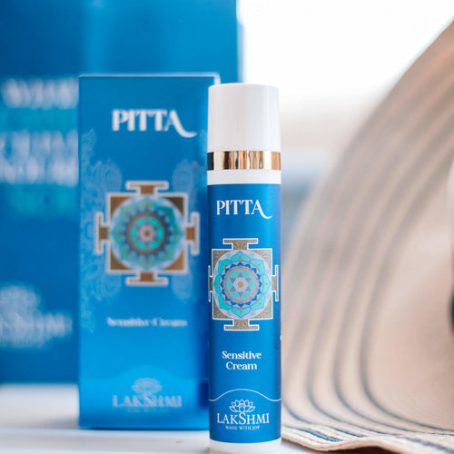 Lakshmi Pitta Sensitive Ritual Box (Reinigingsmelk, Tonic, Masker, Rozen Crème, Nacht Balsem)