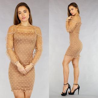 Beige, figurbetontes Kleid mit Punkten