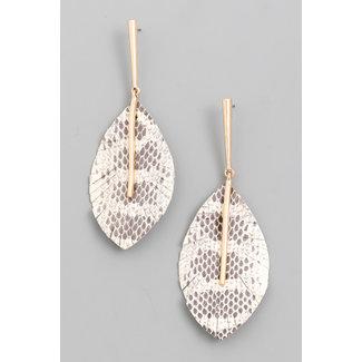 Goldene Ohrringe mit Blatt-Anhänger