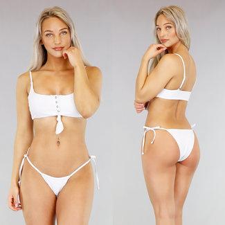 Weißer Bikini mit Druckern und Button