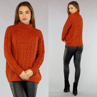 Rust Brown gestrickten Pullover mit Zopfmuster