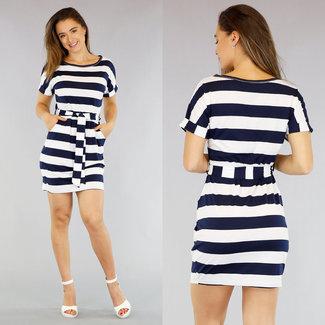 NEW0605 Weiß / Blau gestreiftes Kleid mit Knopfleiste