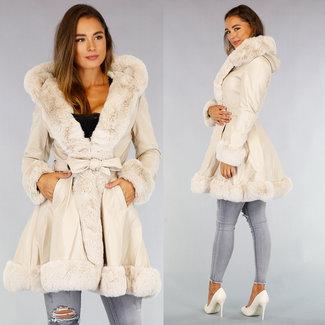 Mittellange beige Leder-Look Jacke mit Pelz