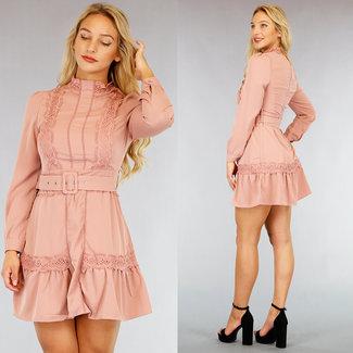 NEW1609 Altrosa High Neck-Kleid mit gehäkelten Details und Gürtel