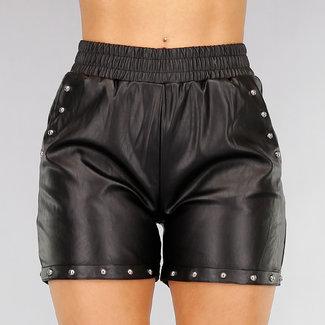NEW2810 Schwarz-Leder-Blick Shorts mit Nieten