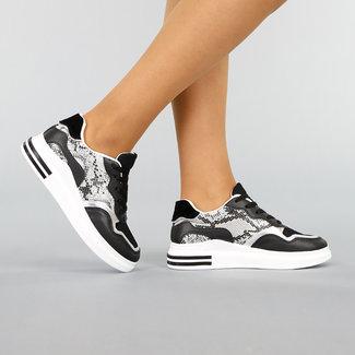 NEW0411 Sneaker mit schwarzen und Schlangenaufdruckflächen in Lederoptik