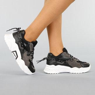 NEW0411 Sneaker in Schwarz mit grauen Flächen mit grober Sohle